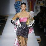 Vestido de falda asimétrica de Moschino primavera/verano 2019 en la Milán Fashion Week
