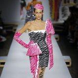 Vestido rosa y negro de Moschino primavera/verano 2019 en la Milán Fashion Week