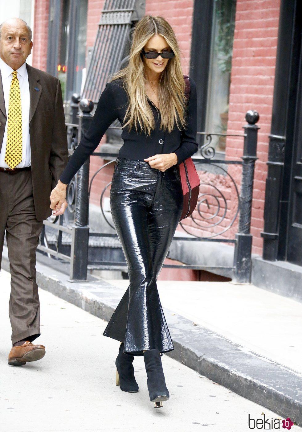 Elle Macpherson con un total black en Nueva York