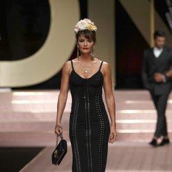 Helena Christensen en el desfile de Dolce&Gabbana primavera/verano 2019 en la Milán Fashion Week