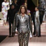 Carla Bruni en el desfile de Dolce&Gabbana primavera/verano 2019 en la Milán Fashion Week