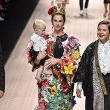 Elettra Wiedemann en el desfile de Dolce&Gabbana primavera/verano 2019 en la Milán Fashion Week