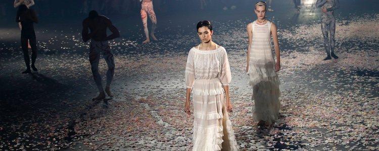 Vestidos color blanco de Dior primavera/verano 2019 en la Paris Fashion Week