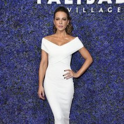 Kate Beckinsale con un vestido de Solace London