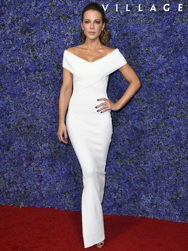 Kate Beckinsale con un vestido de Solace London