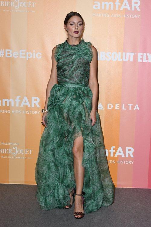 Olivia Palermo con un vestido de Ermanno Scervino en la gala amfAR de Milán