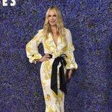 Molly Sims con un vestido de volantes en la apertura del 'Palisades Village'