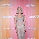 Zara Larsson con un vestido transparente en la gala amfAR de Milán