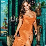 Vestido naranja de la colección cápsula de Ashley Graham para Pretty Little Things