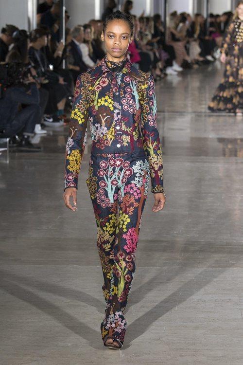 Traje de chaqueta de estampado geométrico de Giambattista Valli primavera/verano 2019 en la Paris Fashion Week