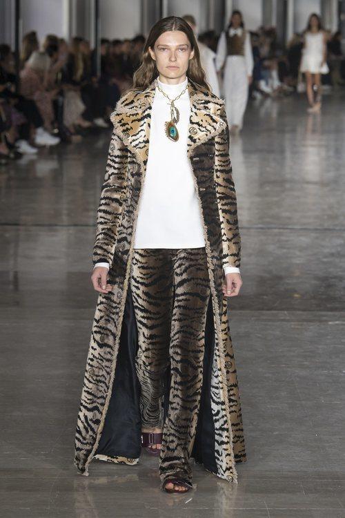 Look animal print de Giambattista Valli primavera/verano 2019 en la Paris Fashion Week