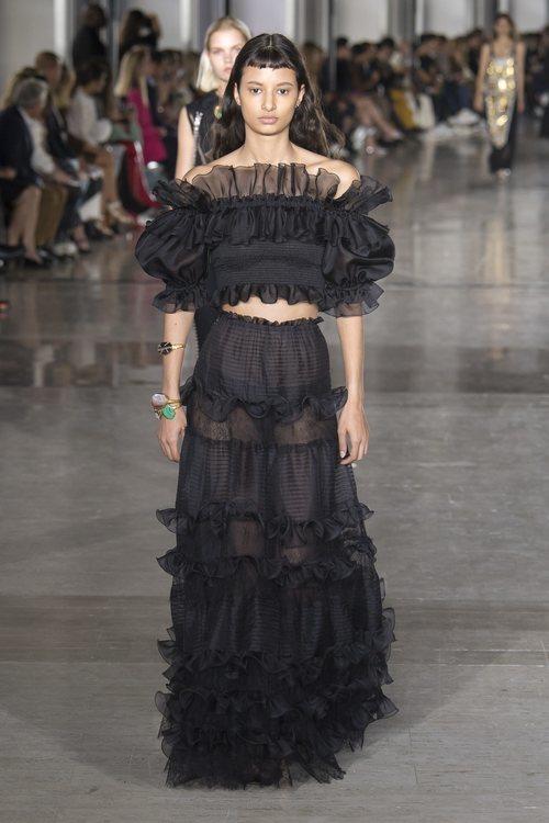 Vestido con volantes de Giambattista Valli primavera/verano 2019 en la Paris Fashion Week