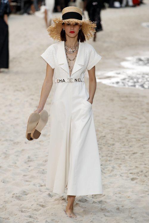 Vestido blanco de Chanel primavera/verano 2019 en la Paris Fashion Week