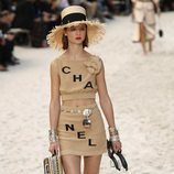 Total look beige de Chanel primavera/verano 2019 en la Paris Fashion Week