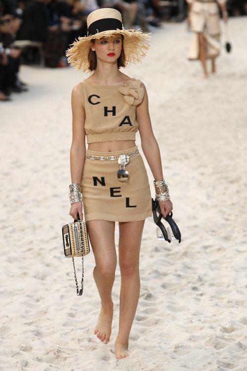 Total look beige de Chanel primavera/verano 2019 en la Paris Fashion Week