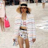 Chaqueta con hombros estructurados de Chanel primavera/verano 2019 en la Paris Fashion Week