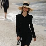 Vestido negro de Chanel primavera/verano 2019 en la Paris Fashion Week