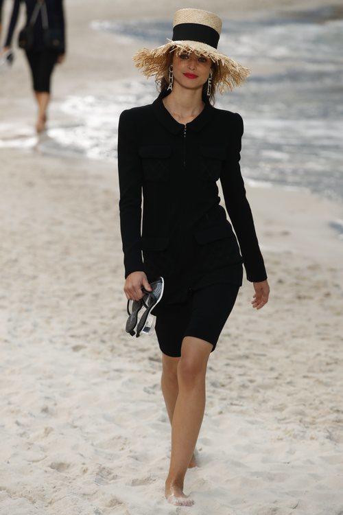 Vestido negro de Chanel primavera/verano 2019 en la Paris Fashion Week