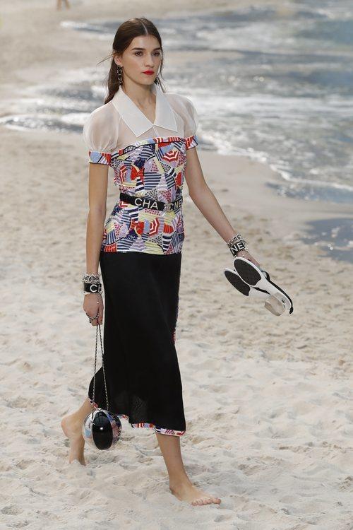 Camisa de estampado geométrico de Chanel primavera/verano 2019 en la Paris Fashion Week