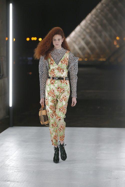 Jumpsuit de flores de Louis Vuitton primavera/verano 2019 en la Paris Fashion Week