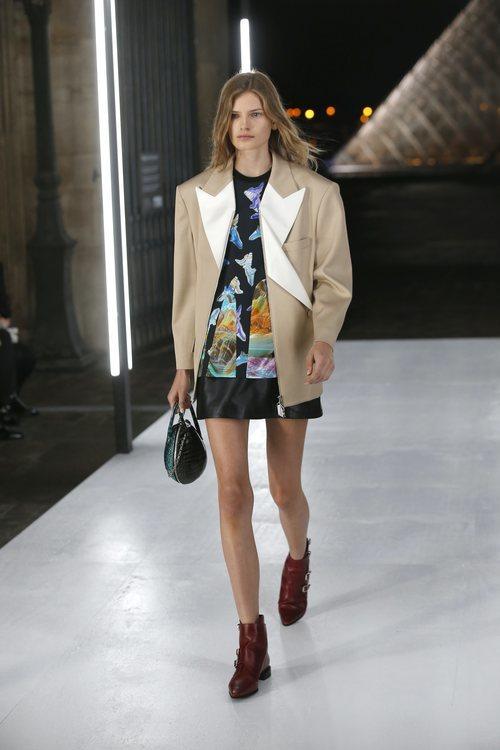 Chaqueta oversize de Louis Vuitton primavera/verano 2019 en la Paris Fashion Week