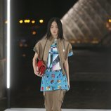Camisa azul de Louis Vuitton primavera/verano 2019 en la Paris Fashion Week