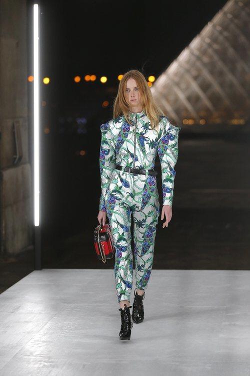 Jumpsuit estampado de Louis Vuitton primavera/verano 2019 en la Paris Fashion Week