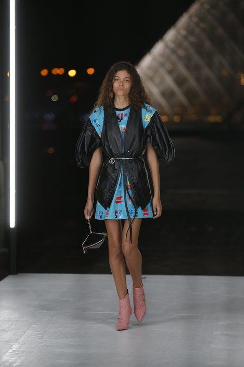 Camisa y chaleco de Louis Vuitton primavera/verano 2019 en la Paris Fashion Week