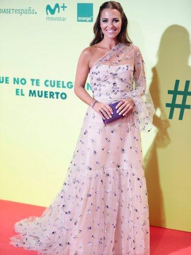Paula Echevarría vestida de Jorge Vázquez en el estreno de 'Ola de crímenes'