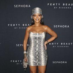 Rihanna con un total look animal print en el aniversario de su colección 'Fenty Beauty'