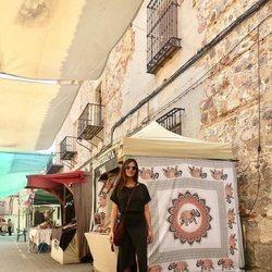 Sara Carbonero con un vestido de su propia firma disfrutando de las fiestas de su pueblo