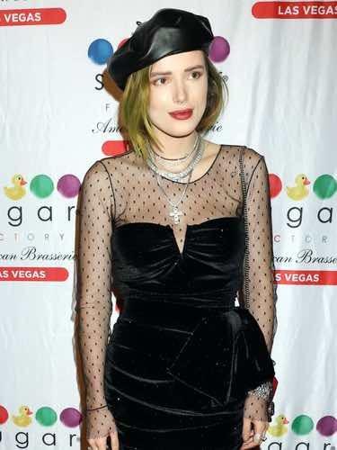 Bella Thorne vestida de bruja en su cumpleaños