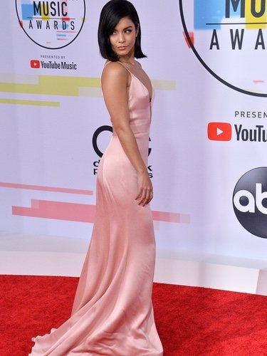 Vanessa Hudgens arrasa con su look en los American Music Awards