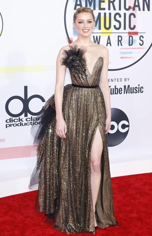Amber Heard luciendo un vestido de Ralph & Russo en los American Music Awards 2018