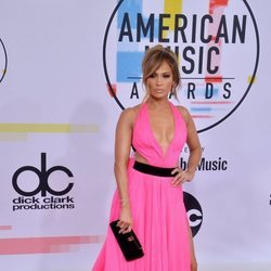 Jennifer Lopez con un look muy sexy en los American Music Awards 2018