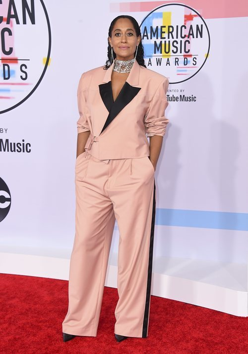 Tracee Ellis Ross con un look oversize en los American Music Awards