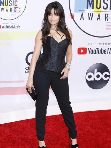Camila Cabello con un look de Armani Privé en los American Music Awards 2018