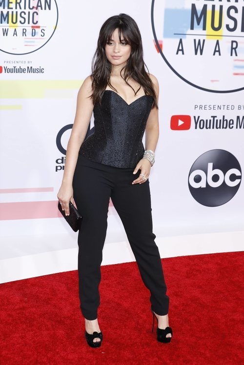 Camila Cabello con un look de Armani Privé en los American Music Awards 2018