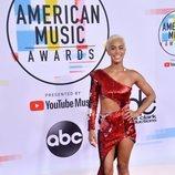 Sibley Scoles con un vestido de lentejuelas en los American Music Awards 2018