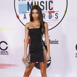 Chantel Jeffries con un mini vestido negro en los American Music Awards 2018