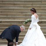 Fruncido de la parte de la falda del vestido de novia de la Princesa Eugenia de York 2018