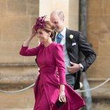 Kate Middelton con un vestido en color frambuesa en la boda de Eugenia de York y Jack Brooksbank  2018
