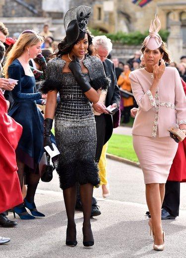 Naomi Campbell con un vestido en tonos oscuros en la boda de Eugenia de York y Jack Brooksbank 2018