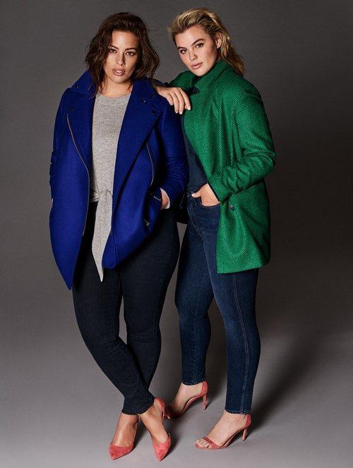 Ashley Graham posando como nueva imagen de la colección Violeta by Mango