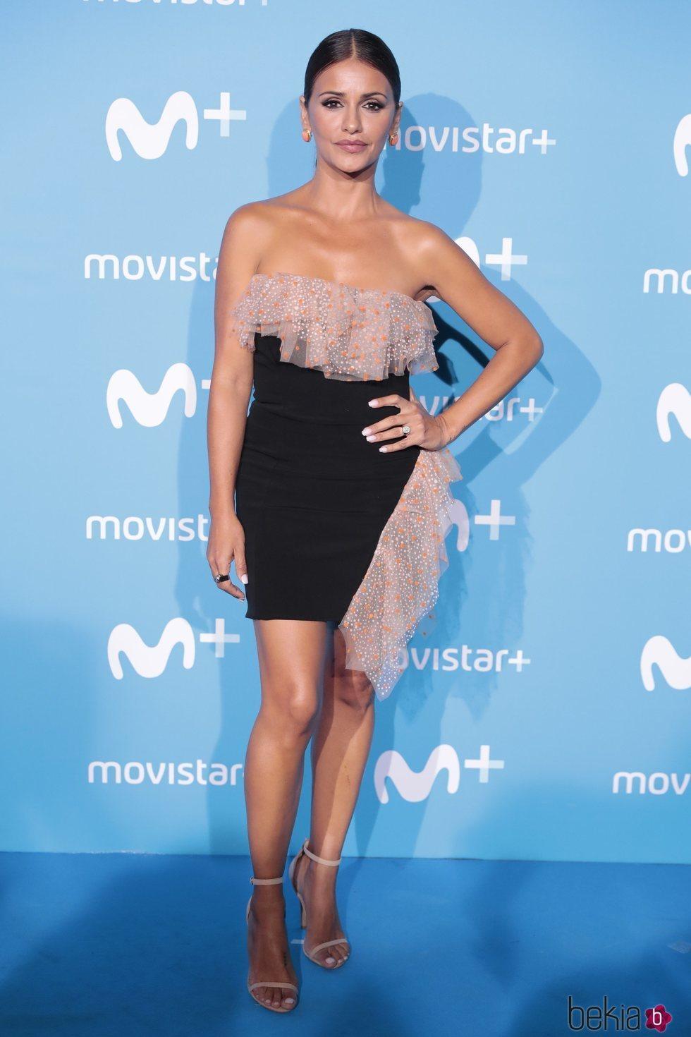 Mónica Cruz con un vestido de Pedro del Hierro en un evento de Movistar+