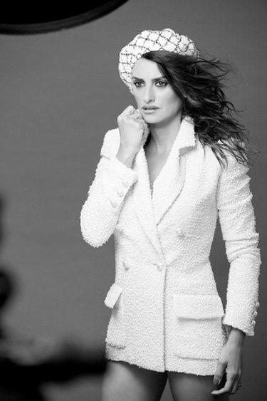 Penélope Cruz posa para la colección crucero 2018 de Chanel