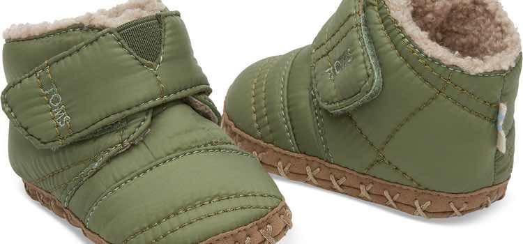 Botas verdes de la colección 'Tiny' de la firma Toms
