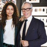 El diseñador Tommy Hilfiger con Zendaya anunciando su colaboración para la próxima campaña