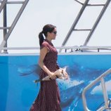 Meghan Markle con un vestido de &OtherStories durante su tour por Oceanía