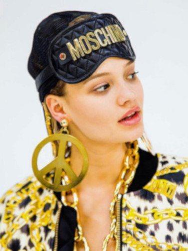 El dorado predomina en la colección cápsula de Moschino para H&M